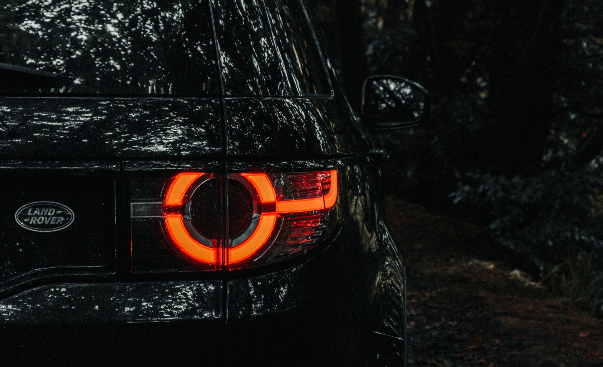 Land Rover Meets Goldfinger: Defender V-8 007 Edition Revealed